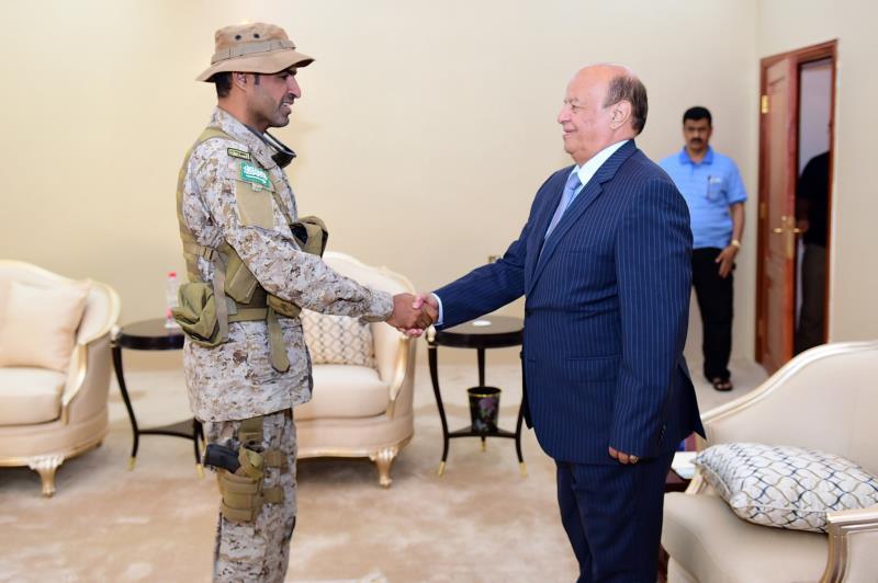 من لقاء الرئيس الفار عبد ربه منصور هادي بقائد القوات الخاصة السعودي عبدالله السهيان الذي قتل أمس
