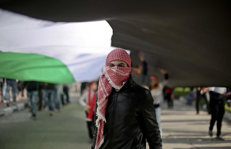 توقيت الانضمام إلى التحالف في ظل الانتفاضة طرح تساؤلات وسخرية بين شباب الانتفاضة