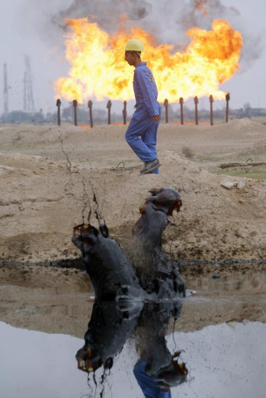حكاية نزف النفط السوري: هكذا جرت السيطرة عليه وهكذا بيع