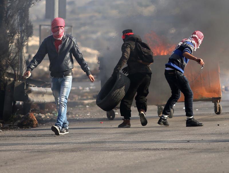 في كل خمسة عشر عاماً تقريباً، يخرج جيل فلسطيني مندفع ومستعد لاستعادة تجربة الجيل الذي سبقه