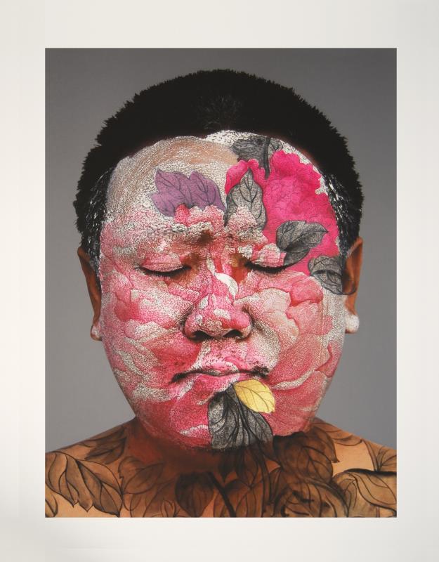 «بورتريه ذاتي» للصيني هوانغ يانغ (صبغات طباعة المحفوظات ــ 101.6 × 81.3 سنتم ــ 2008)