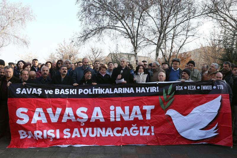 سياسيون أتراك ونقابات يسارية يدعون إلى وقف الحملة العسكرية ضد الأكراد