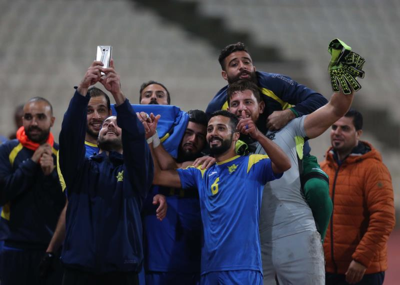 """صورة """"سيلفي"""" للاعبي الصفاء بعد الفوز على الساحل"""