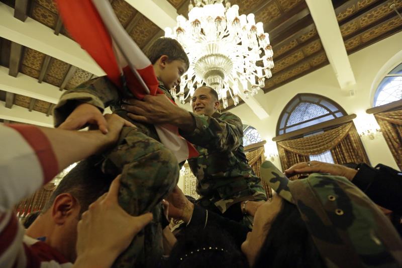 قدّمت سوريا مساعدة مجانية للبنان الذي تدعم غالبيته الحكومية الخاطفين (الاناضول)