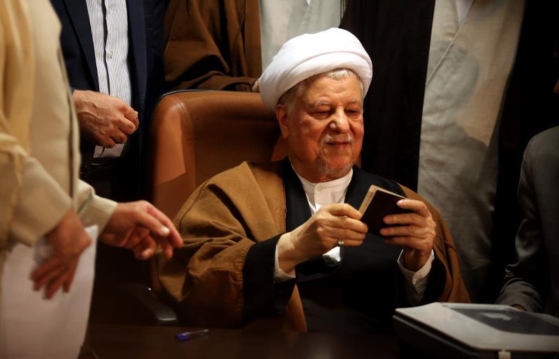 استعرض رفسنجاني طريقة بلورة الهيكلية السياسية والعسكرية والمالية للإرهابيين في العراق وسوريا
