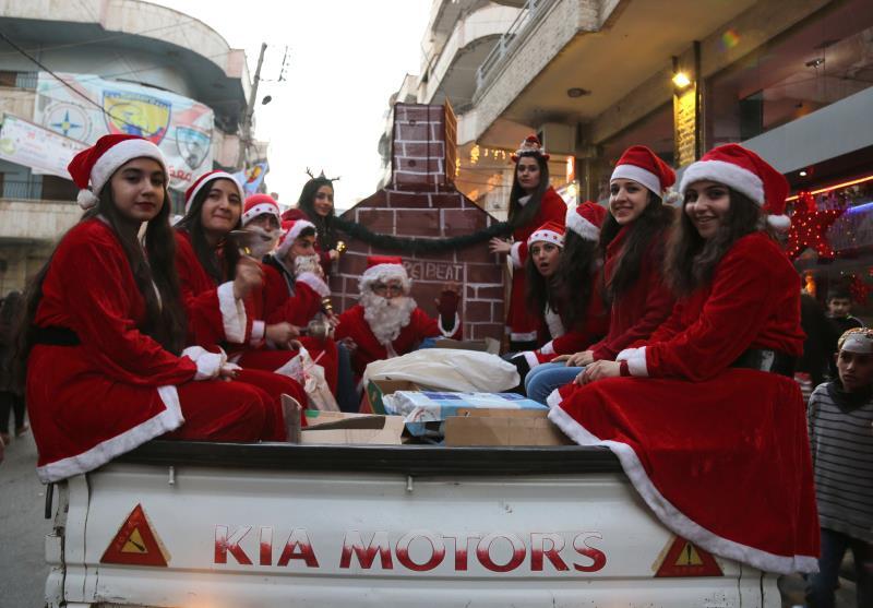 من احتفالات عيد الميلاد في مدينة القامشلي أمس