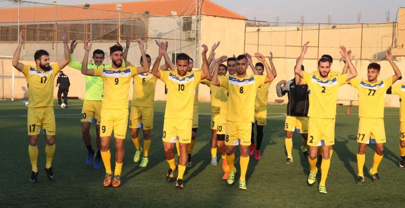 لاعبو العهد خلال حصة تدريبية أمس استعداداً للقاء طرابلس اليوم في افتتاح الاسبوع العاشر