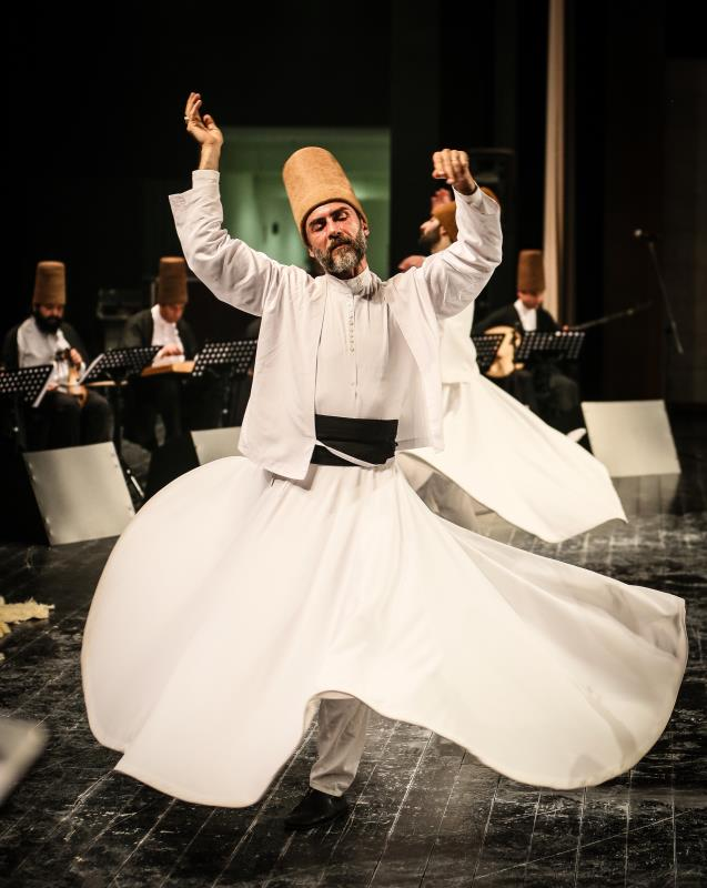 في 17 كانون الاول من كل عام تتحول مدينة قونيا التركية قبلة لمريدي «مولانا» جلال الدين الرومي من كل أنحاء العالم