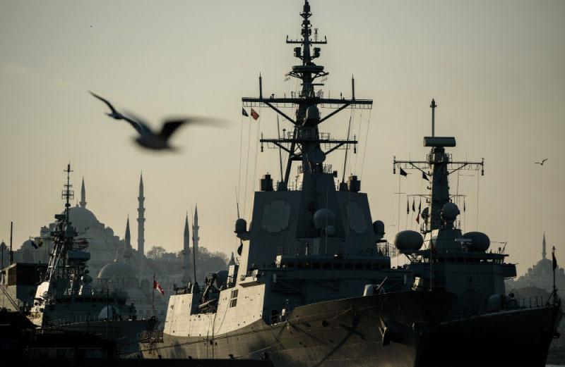 باتت أنقرة تضيّق على البوارج الروسية، فيما تؤوي مياهها عشرات البوارج الأطلسية
