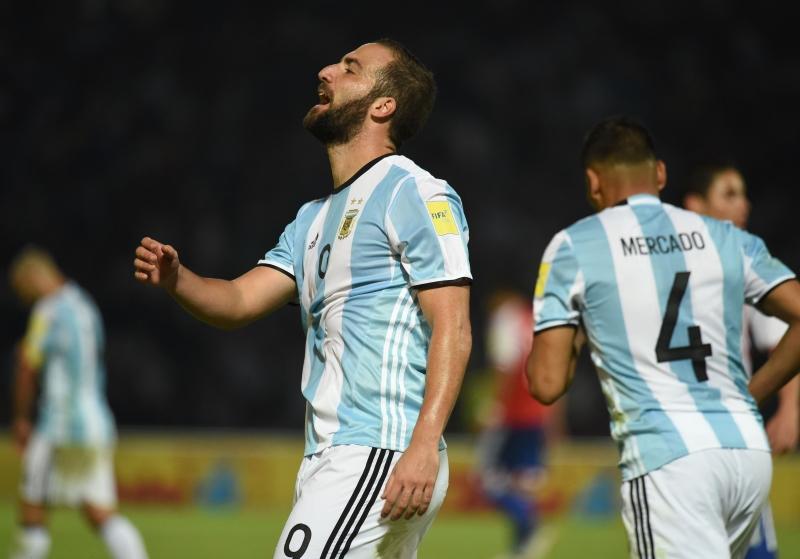 خسرت الأرجنتين على أرضها أمام الباراغواي 0-1 (أ ف ب)