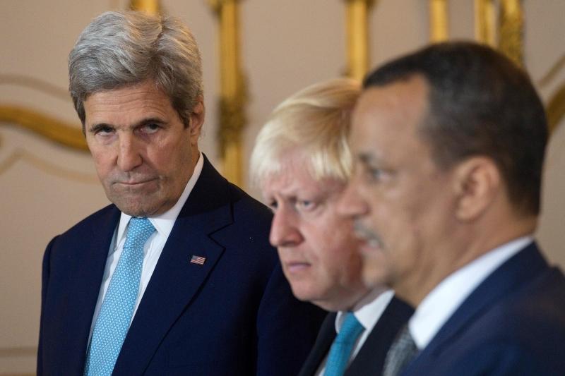 يأتي الحراك السعودي مباشرةً بعد دعوة أميركية وبريطانية لوقف الحرب (أ ف ب)