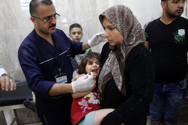 جرحى داخل مستشفى الرازي في حلب (أ ف ب)
