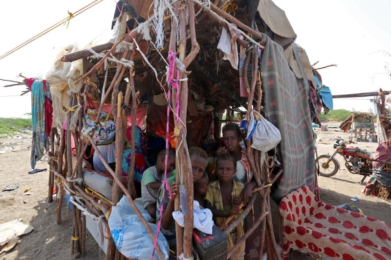 مسكن عائلة يمنية في ميناء الحديدة (أ ف ب)