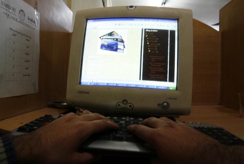 كان الإنترنت بطيئاً أيامها وكانت المواقع قليلة (آي بي ايه)