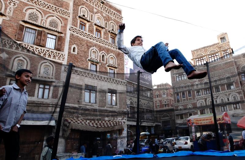 داخل سوق في صنعاء القديمة (أ ف ب)