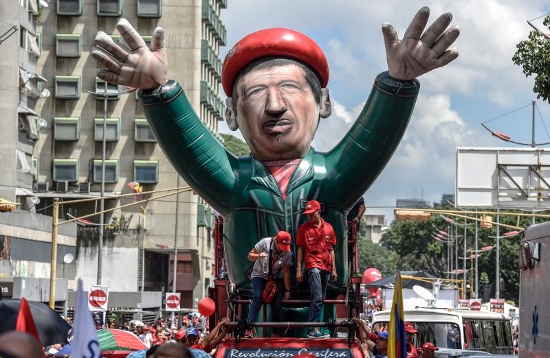 إستعاد هوغو شافيز وغيره من ثوريي أميركا الجنوبية الصراع الإجتماعي داخل كلمة «ديموقراطية» (أ ف ب)