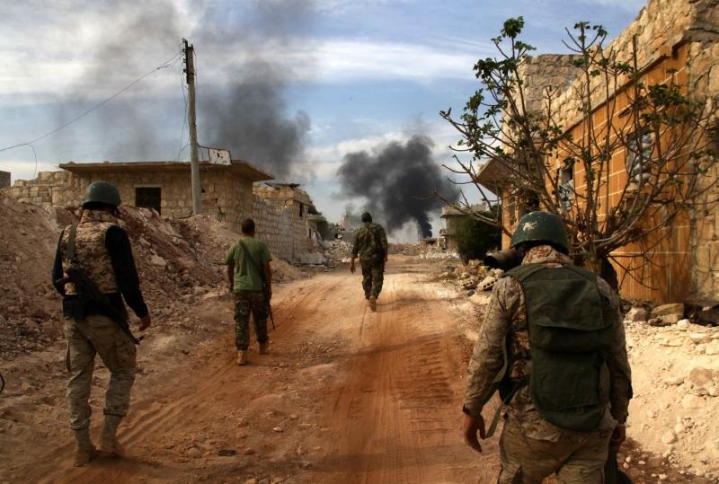 صدّ الجيش السوري وحلفاؤه هجوماً على كتيبة الدفاع الجوي وتلة بازو (أ ف ب)