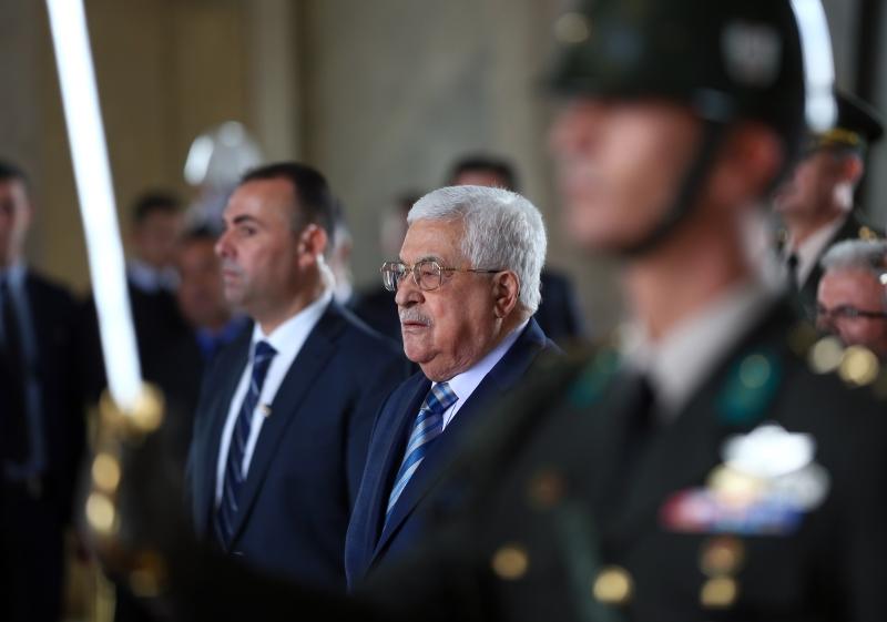 ظهر توجه عباس إلى تركيا وقطر كاستعانة بدولتين تقفان على النقيض من داعمي دحلان (الأناضول)