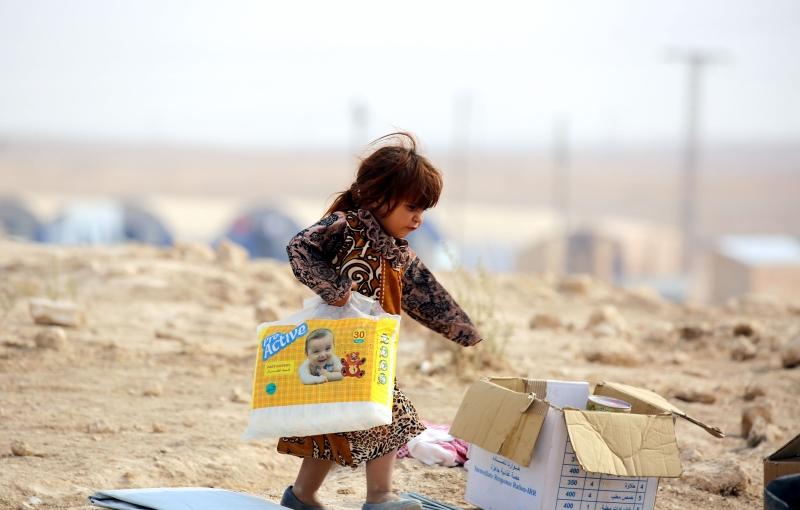 نازحون من الموصل يتجمعون في مخيّم للأمم المتحدة شرقي الحسكة في سوريا (أ ف ب)
