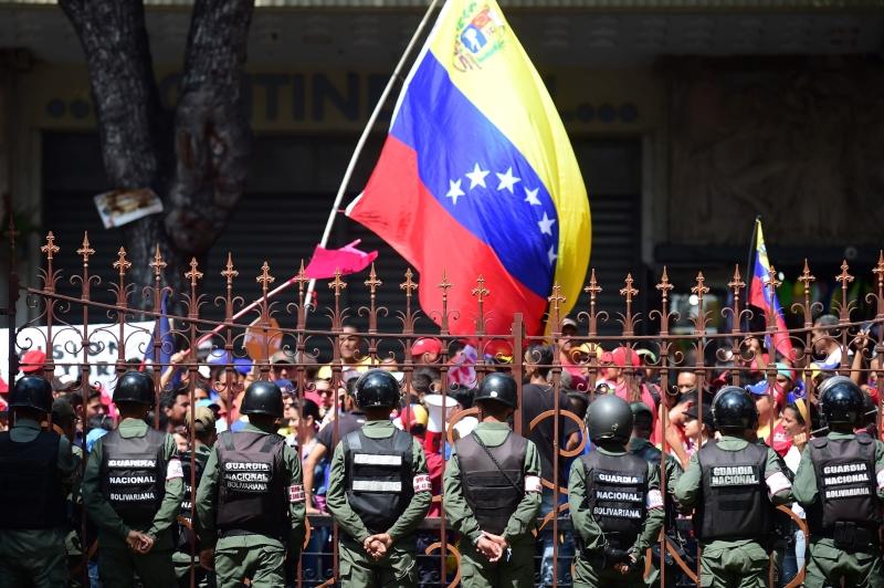 قرر مادورو زيادة الحد الأدنى للأجور بنسبة 40 في المئة (أ ف ب)