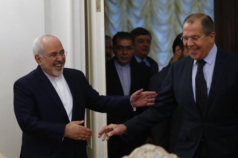 خلال اجتماع بين وزيري الخارجية الروسي والإيراني في موسكو الجمعة الماضي (أ ف ب)