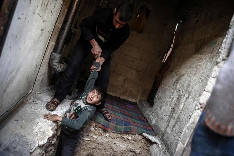 لقد غامرت خولة مطر بالذهاب إلى مناطق الخطر في سوريا (أ ف ب)