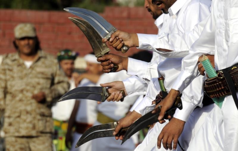 أكد الحوثي أن الإمارات أصبحت تتحكم في مصير الجنوب وثرواته ومقدراته (الأناضول)