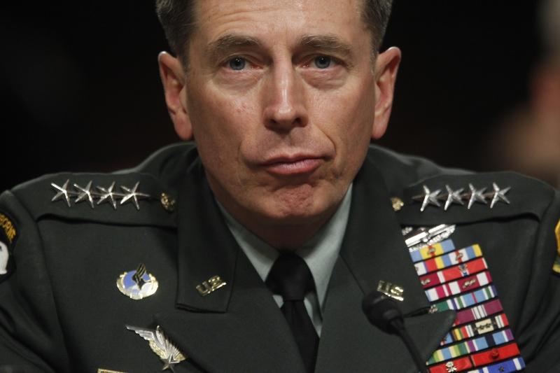 كانت المقاطع المصوّرة تُعتمد من قائد القوات الأميركية في العراق ديفيد باتريوس