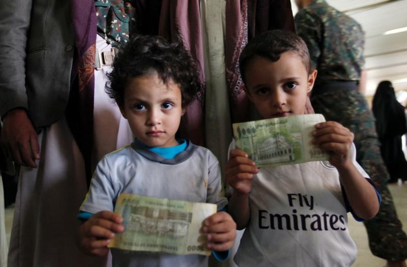 رفضت السلطات السعودية تجديد إقامات المسؤولين اليمنيين في الرياض وفرضت غرامات مالية كبيرة عليهم (أ ف ب)