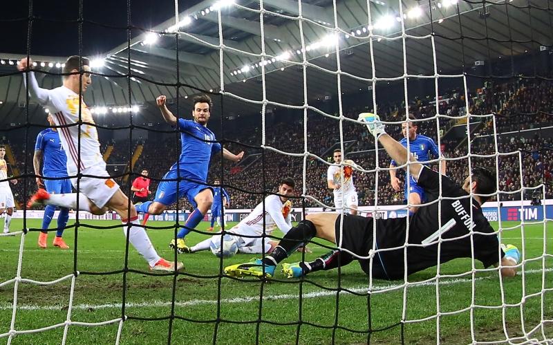 تعدّدت المواجهات في الأعوام الأخيرة بين المنتخبين الإيطالي والإسباني (أرشيف)