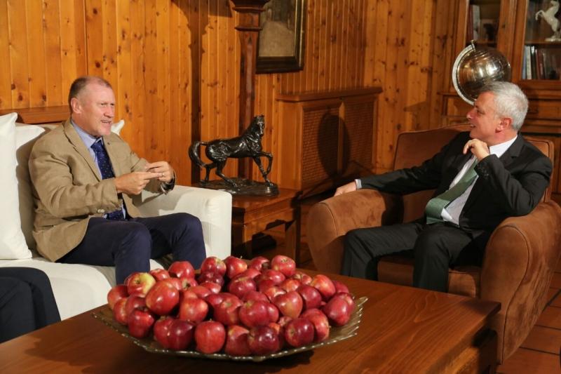 أثناء استقبال سليمان فرنجية للسفير الأوسترالي في لبنان غلين ميلز