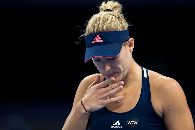 خسرت كيربر أمام سفيتولينا في الدور الثالث (أ ف ب)