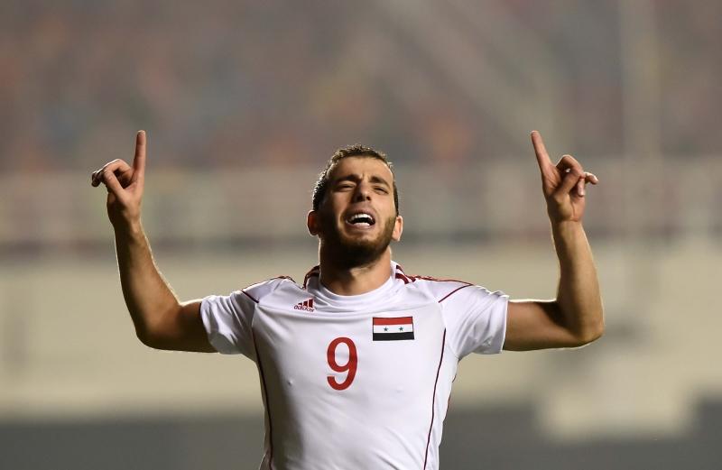 لاعب منتخب سوريا محمود الموّاس يحتفل بهدفه في مرمى الصين (أ ف ب)