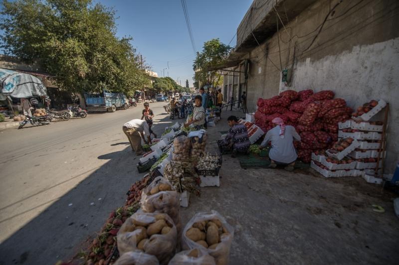 في أحد أسواق مدينة جرابلس قبل أيام (الأناضول)