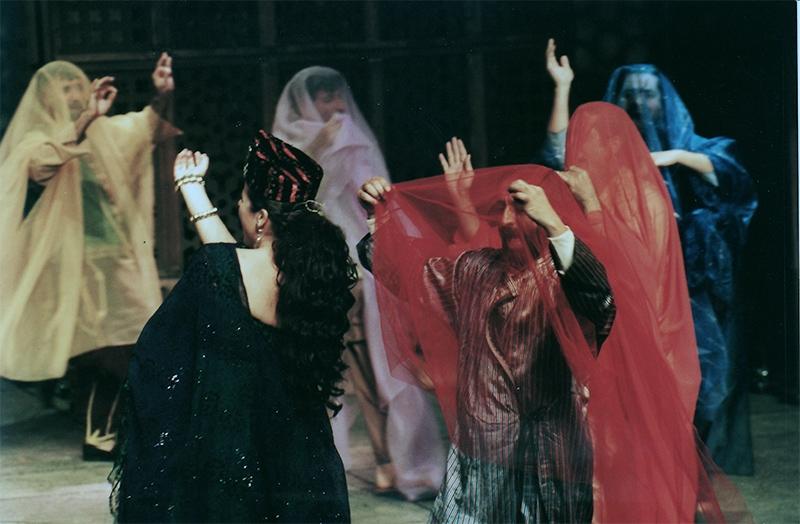 «طقوس التحولات والإشارات» (إخراج نضال الأشقر ــ كتابة سعد الله ونوس) خلال عرضها في المسرح عام 1996