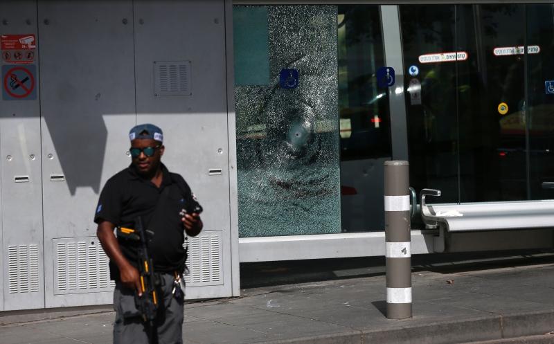 الرمزية الأهم للعملية أنها حدثت أمام مقر قيادة شرطة العدو (أ ف ب)