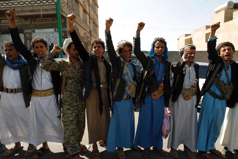 تمكّن المقاتلون اليمنيون من اختراق تحصينات افاعية لحرس الحدود السعودي (أ ف ب)