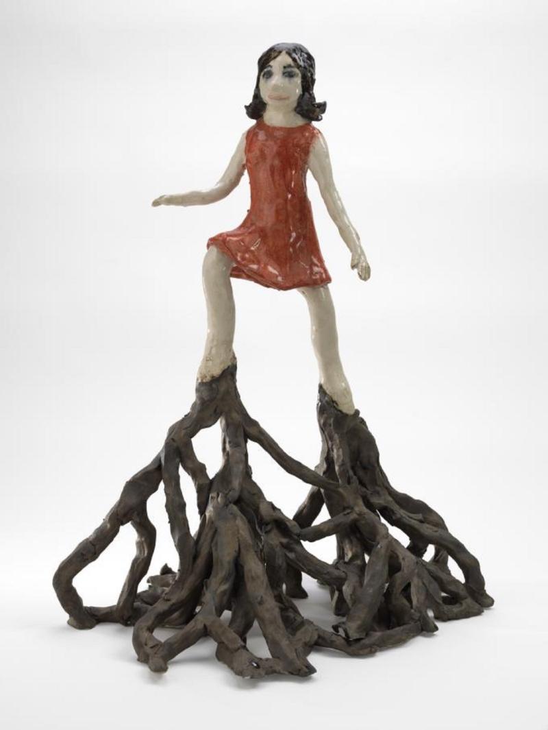 «ما يرفعني يسقطني مجدداً»  للتشيكية كلارا كريشتالوفا (خزف حجري لامع ــ 70×47×37 سنتم ــ 2014)