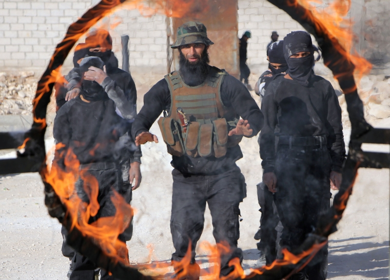 قد يندفع عناصر «النصرة» نحو الالتحاق بجماعات يصعب استهدافها لاحقاً (أ ف ب)