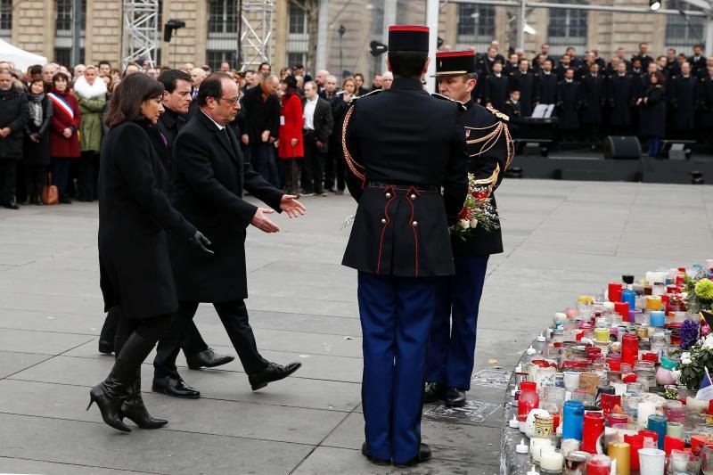 يقترح نص التعديل الدستوري تخفيف شروط حالة الطوارئ لتتلاءم مع طبيعة التهديدات التي تواجهها فرنسا