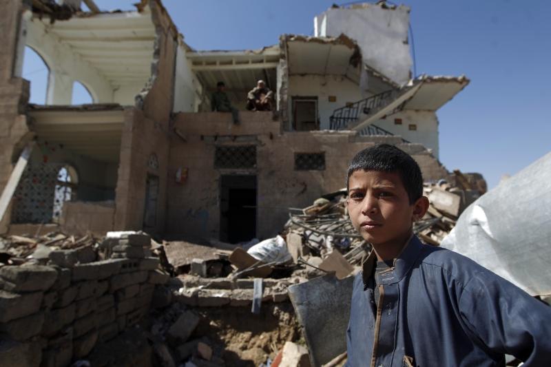 يتعرض الدور الإماراتي في الجنوب اليمني إلى اختبارات قاسية تصارع فيه أبو ظبي من أجل البقاء (أ ف ب)