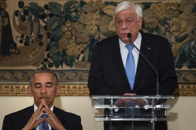 أوباما يستمع إلى خطاب الرئيس اليوناني بروكوبيس بافلوبولوس (أ ف ب)