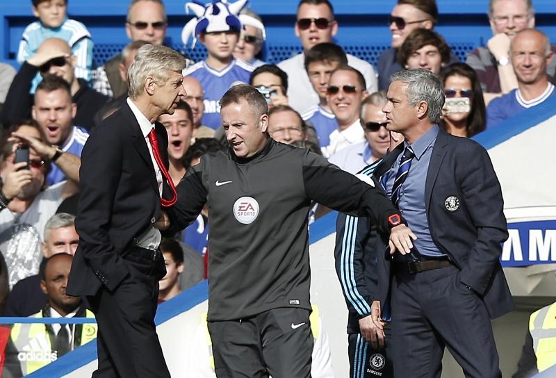 """مورينيو: """"يوماً ما سأواجه فينغر خارج ملعب كرة القدم وسأكسر له وجهه"""" (أ ف ب)"""