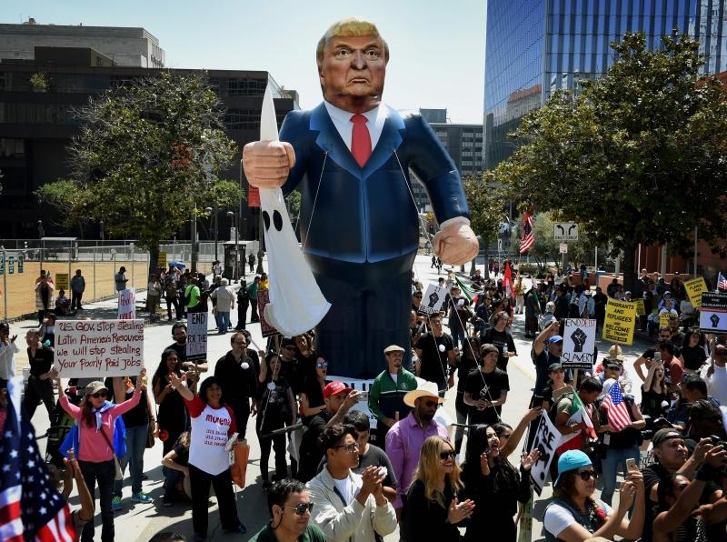 يتأثّر السلوك الاقتراعي الأميركي بالعامل الشخصاني في المعركة الرئاسيّة (أ ف ب)