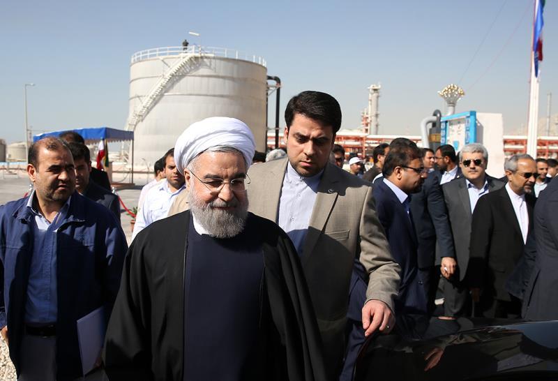 """روحاني: تدشين مرحلتين من حقل """"بارس جنوبي"""" ثمرة تعاون بين الحكومة والحرس الثوري"""