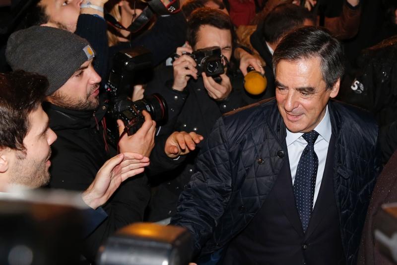 تصدّر الثنائي جوبيه ـــ ساركوزي المنافسة في الأشهر الماضية قبل أن يتفوّق عليهما فيّون (أ ف ب)