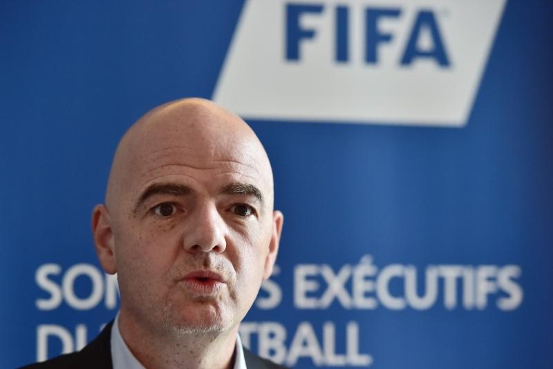 إنفانتينو متحدثاً خلال قمة تنفيذية لكرة القدم (أ ف ب)