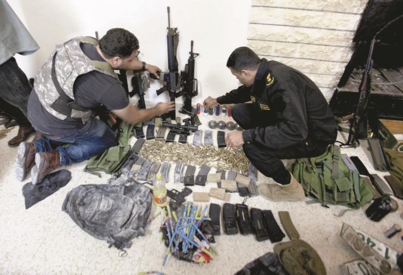 يستخدم السلاح أحياناً لـ«الأتاوات»  وكذلك الاستئجار (آي بي ايه)