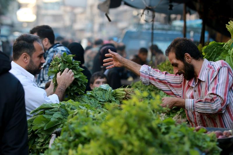 من أحد أحياء حلب الشرقية أمس (جواد الرفاعي ــ الأناضول)