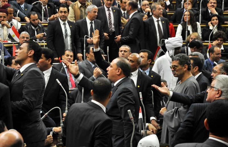 أساس المشكلات التي تواجه البرلمان عمله باللائحة القديمة التي قد تمتد إلى فصل نيابي مدته عام